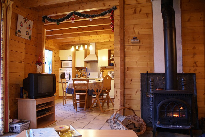 Rent a chalet for 4 persons in the lake region (Jura, France)